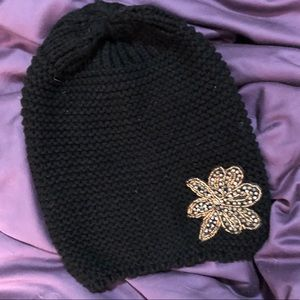 Accessories - Black Cable-knit Hat w/ Sequin Star 🌟